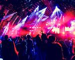 25 indrukwekkende lightshows die je eventlocatie transformeren