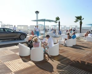 Pop-up beach lounge BMW lokt 27.000 bezoekers