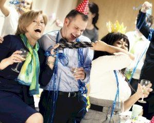 Nederlandse bedrijven besparen op feestjes