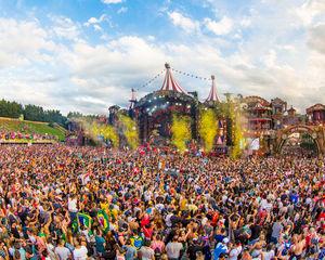 Tot twee jaar cel gevraagd voor fraude met polsbandjes Tomorrowland