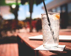 Cocktail bars, speakers en lounge sets uitverkoop