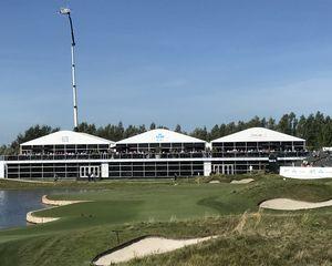 Golfbaan decor van geslaagde 100e KLM Dutch Open.