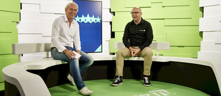 Vlogger Arjen kaapt studio en interviewt Kevin