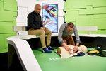 Hoe gebruik je een defibrillator of AED om te reanimeren?