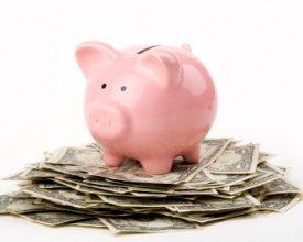Besparingen op personeelsfeesten, zakenreizen en -diners