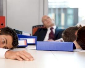 Hoe wakker blijven tijdens vergaderingen?
