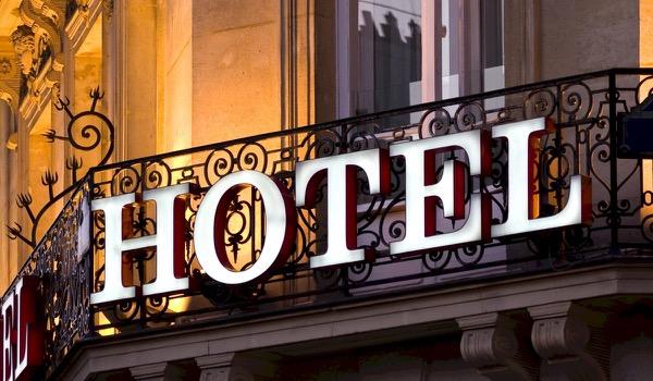 13 verborgen hotelkosten ontsluierd