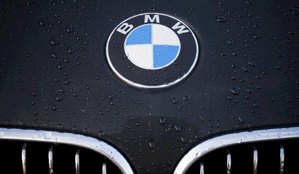 Topman BMW valt flauw op podium
