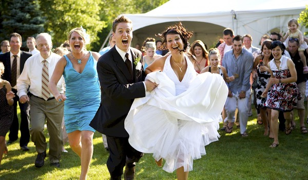 Bedrijf betaalt je volledige trouwfeest, op één voorwaarde