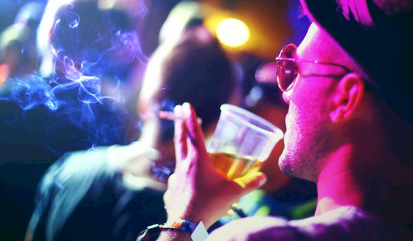 Concertzalen voeren strijd tegen rokers op