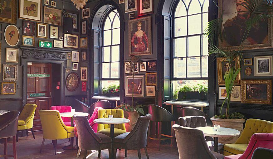 Laat je inspireren door de unieke decors en meubelen van 'Sprookjes nv'